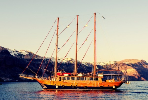 Santorini Volcano Tour: Sailing in the heart of the Caldera
